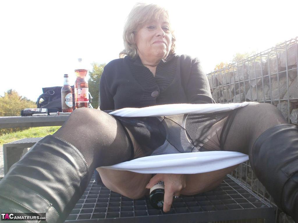 Cuckold wife cumming on bbc