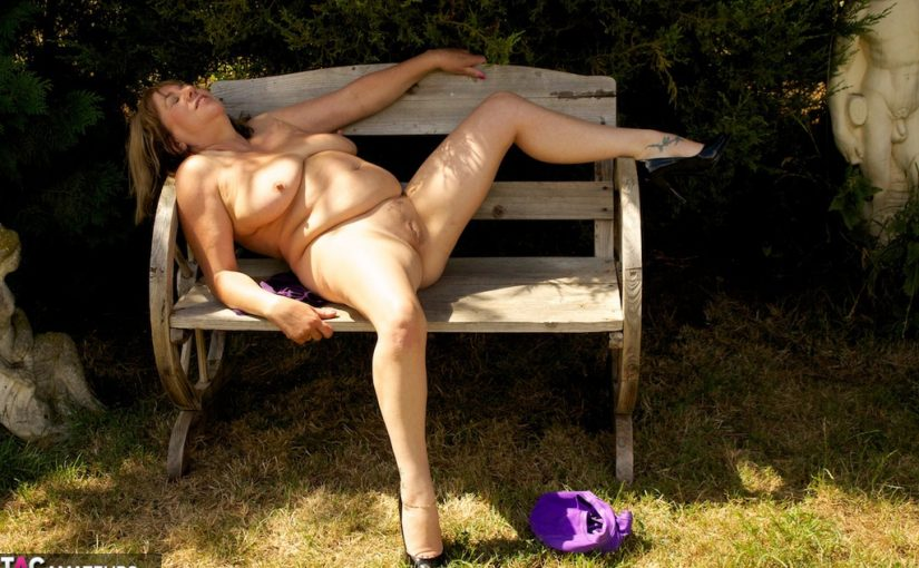 Mature exhibitionist Speedy Bee getting nude and horny in the garden