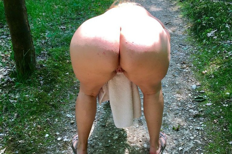 Exhibitionist photos from a Milfs walk in the around the park