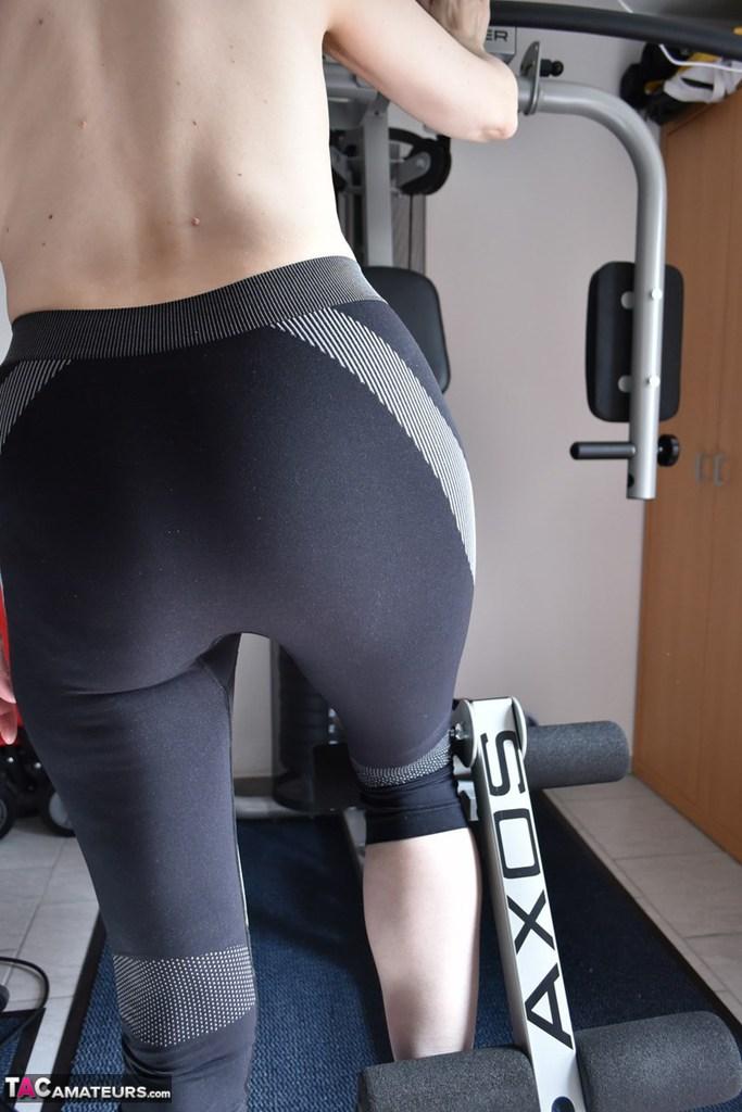 Amateur Whore Makes Herself Cum Video