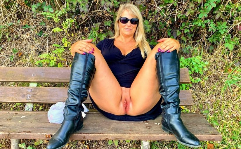 PAWG milf shows her fat ass and exposes her bald pussy in public
